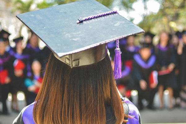 Female Students Wearing Sexy Outfits on Graduation Day perceived Less Capable, Study Finds